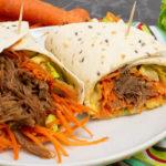 Pulled Beef Wrap mit knackigem Salat und Senfdressing