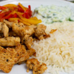 Putengyros mit Reis und Tsatziki