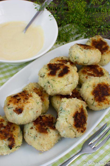 Fisch-Kartoffel Bouletten mit Honig-Senf Sauce