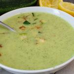 Leichte Zucchinicremesuppe mit Zitrone