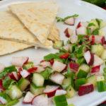 Schafskäse-Tortillas mit Gurke-Radieschensalat
