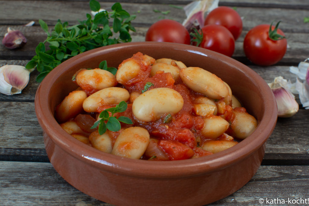 Tapas - dicke Bohnen in Tomatensauce