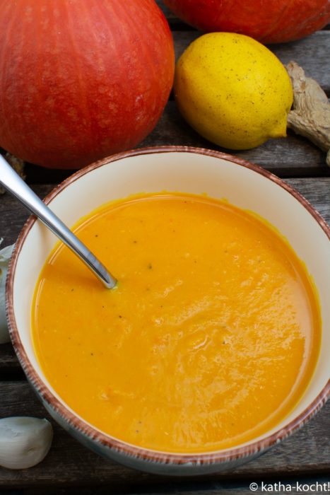 Feine Kürbissuppe mit roten Linsen