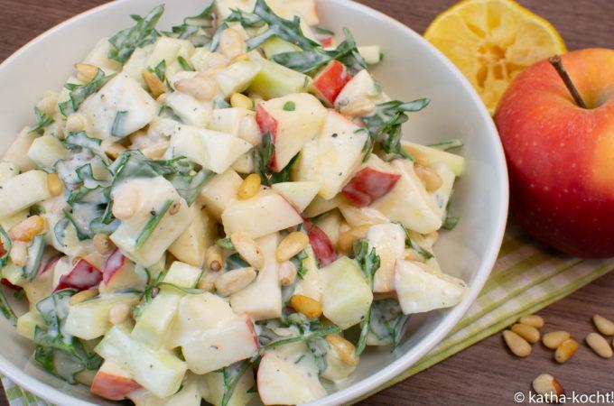 Apfel-Kohlrabisalat mit Rucola und Pinienkernen