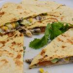Lachs-Tortilla mit Pilzen und Erdnusssauce