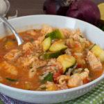 Schneller Fischtopf mit Reis und Zucchini