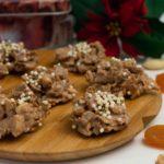 Knusper-Schokohäufchen mit Mandeln und Haferflocken