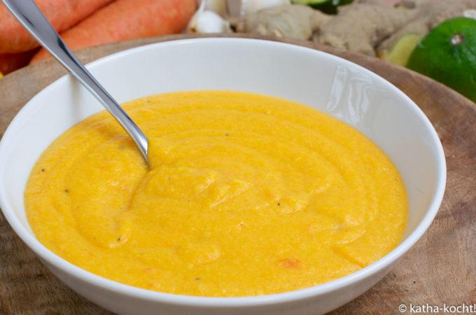 Cremige Karotten-Erdnussbuttersuppe mit Ingwer
