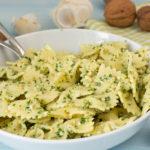 Nudelsalat mit Walnuss-Rucola-Pesto