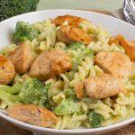 Cremige Pasta mit Brokkoli und Hähnchen