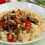 Mediterranes Gemüse mit Pinienkernen und Couscous