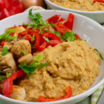 Schnelle Hähnchen-Paprikapfanne mit Auberginen-Hummus