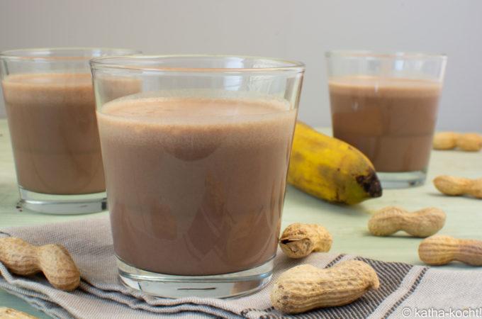 Schoko-Bananen Milchshake mit Erdnussbutter