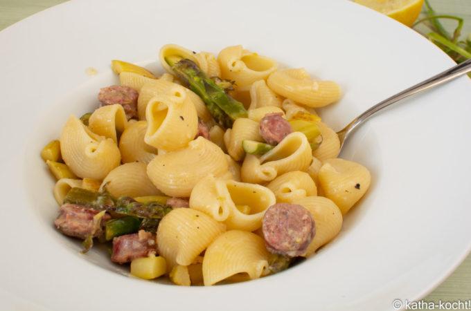 Cremige Zitronen-Pasta mit Salsiccia und Spargel