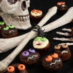 Halloween – Mini-Muffins mit Gruseldeko