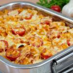 Nudelauflauf mit Huhn und Tomate-Mozzarella