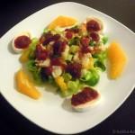 Rosenkohlsalat mit geräuchertem Heilbutt und Cranberrydressing
