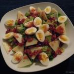 Rosenkohlsalat mit Pecorino, Wachteleiern, Granatapfel und Feigendressing