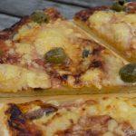 Salami Pizza mit Sardellen