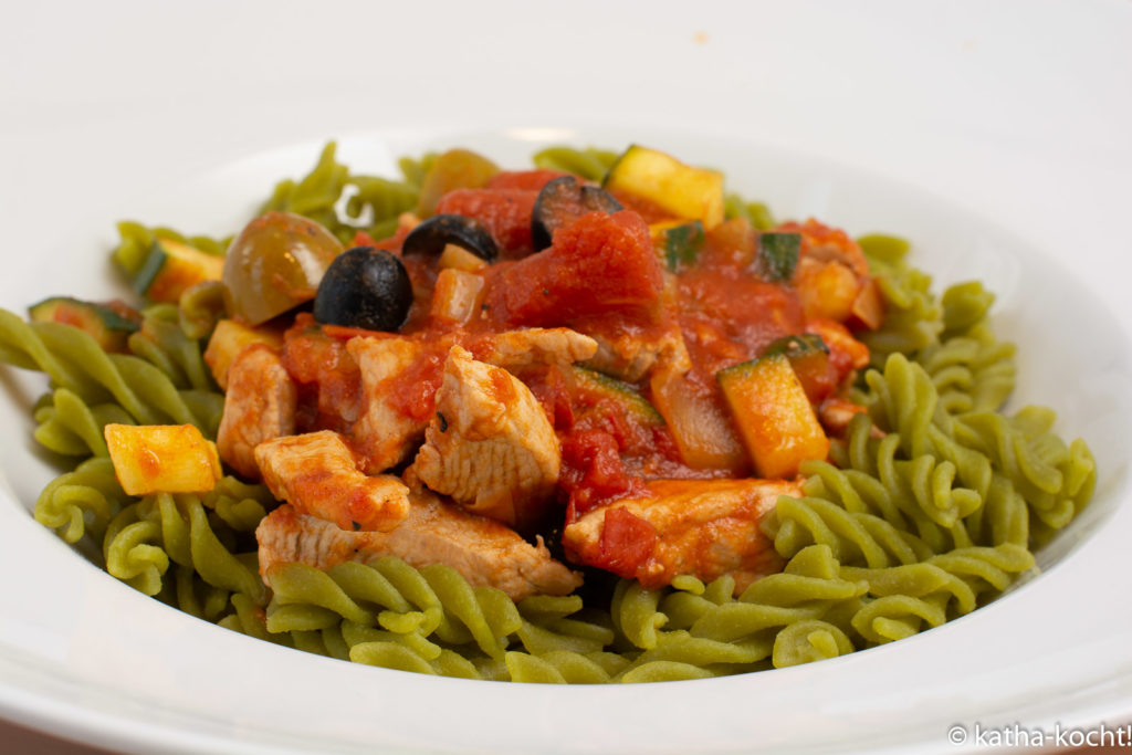 Mediterrane Gemüsepasta mit Schweinefilet