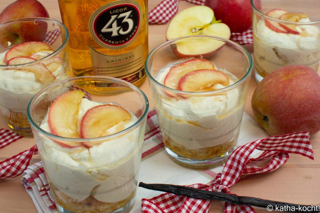Apfelcreme auf beschwipsten Keksen
