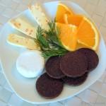 Fruchtige Käsehäppchen mit Pumpernickel