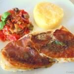 Kabeljau à la Saltimbocca mit Polenta und Fenchel-Tomaten-Gemüse