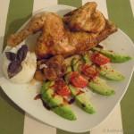Orientalisches Brathähnchen mit geschmorten Feigen, Reis und Avocado