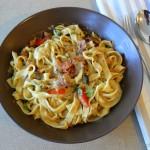 Tagliatelle mit Pancetta in Salbei-Sahnesauce