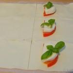 Tomate-Mozzarella Blätterteigtaschen