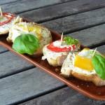 Tapas – Paprika mit Frischkäsefüllung auf Brotscheibchen