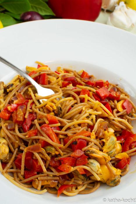 Pasta mit pikanter Muschel-Paprikasauce - Pikante-Muschel-Paprikasauce - Pepperoniespaghetti