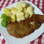 Kalbsschnitzel mit Blumenkohl und Sauce Hollandaise