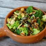 Tapas - Brokkoli mit Mandeln und Kürbiskernen