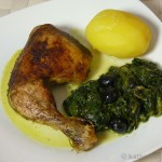 Grüne Hähnchenschenkel auf Butterspinat