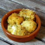 Tapas – frittierte Frischkäsebällchen mit Oliven