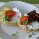 Kümmel-Haferflocken Brötchen zum Frühstück