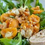 Rucola-Salat mit gebackenen Thymian-Aprikosen