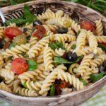 Mediterraner Nudelsalat mit Sardellen und Kapern