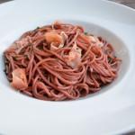 Rotweinspaghetti mit Parmaschinken