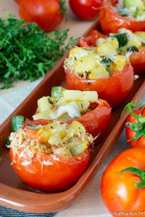 Tapas - Gefüllte Tomaten mit KArtoffeln Zucchini und Speck