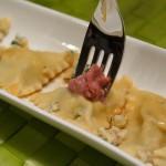 Cashew-Ricotta Ravioli mit Preiselbeer-Walnusspesto