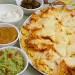 Mango-Salsa und Käse-Nachos