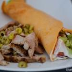 Paprika Crêpes mit bunter Salatfüllung