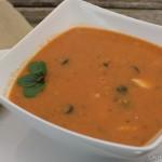 Tomatensuppe mit Rotbarsch und Oliven