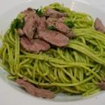 Spaghetti mit Korianderp-Pesto und Lammfilet
