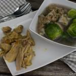 Kräftige Suppe mit Eisbein und Rosenkohl