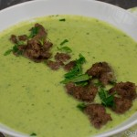 Grüne Käsesuppe mit Wirsingkohl