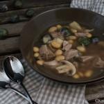 Suppe mit Eisbein und Bohnen