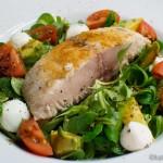 Gebratener Cobia auf Salat